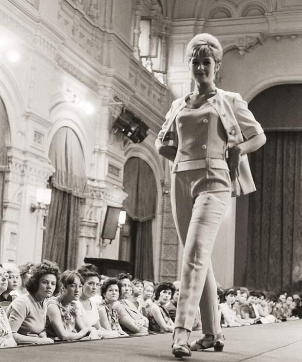 Враскорячку у Кремля. Скандальные тайны лучших советских манекенщиц