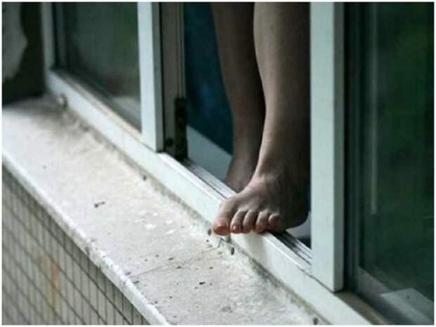В Донецке на улице Куйбышева женщина выпрыгнула с 10 этажа дома