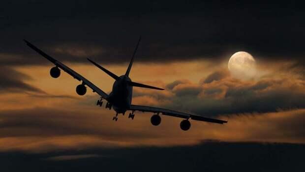 Японский самолет с пассажирами запросил экстренную посадку в Новосибирске