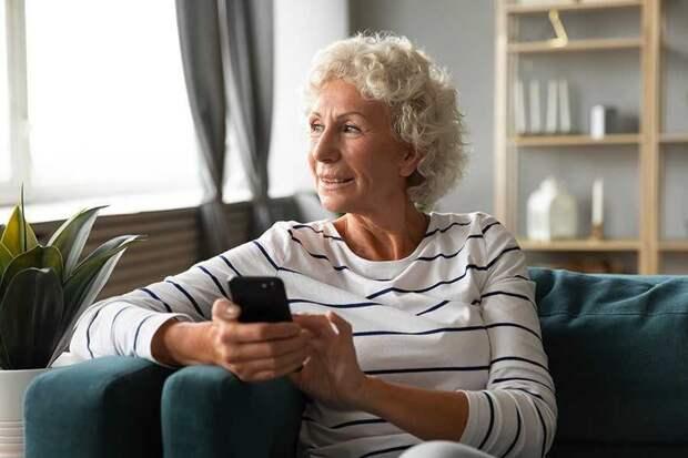 Пенсионеры получили скидку на мобильную связь