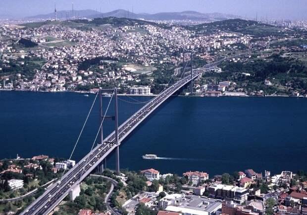 Российский и турецкий сухогрузы столкнулись в Босфоре