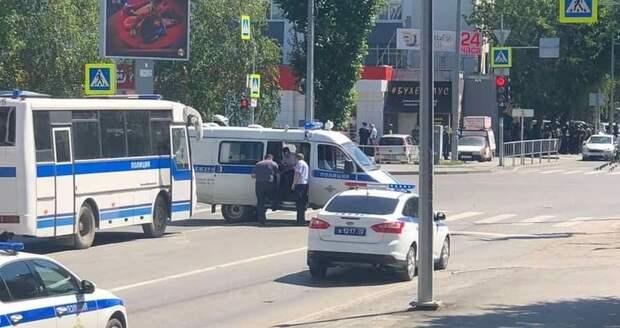 Захватчик банка в Тюмени заявил, что его об этом «попросил Бондарчук»