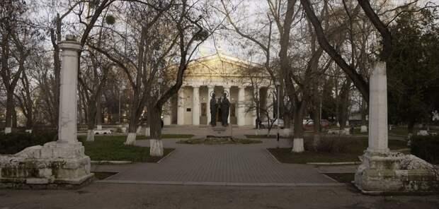 Капремонт сквера в центре Севастополя отдали подрядчику с набережной