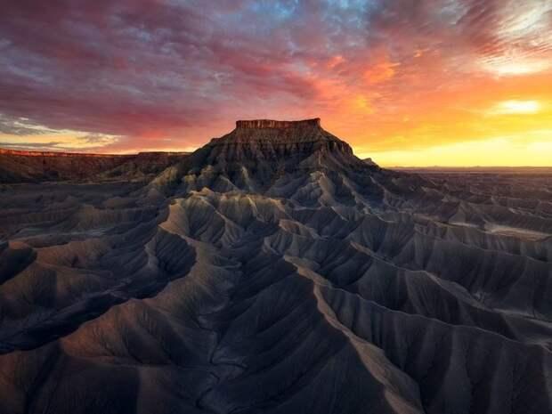 Северная Кейнвилль Меса, Национальный парк Капитол Риф, штат Юта, США. Фото: Арман Сарланг.