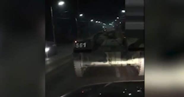БМД столкнулась с автомобилем в Туле