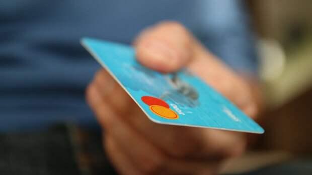 Каждый десятый школьник делился CVC-кодом банковской карты с незнакомцем