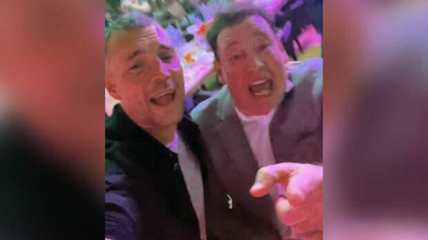 """Дзюба и Слуцкий спели хит группы """"Руки вверх!"""" """"18 мне уже"""": видео"""