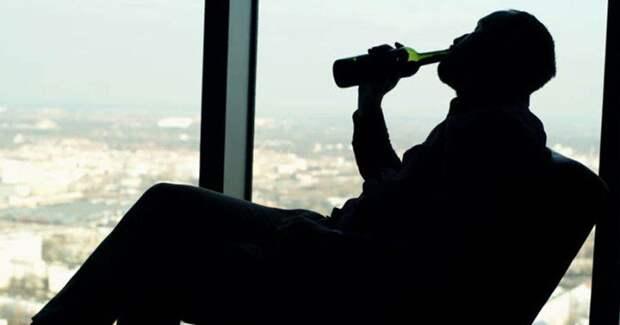 Пьяный москвич выпал из окна 15 этажа и был оштрафован за нарушение режима самоизоляции