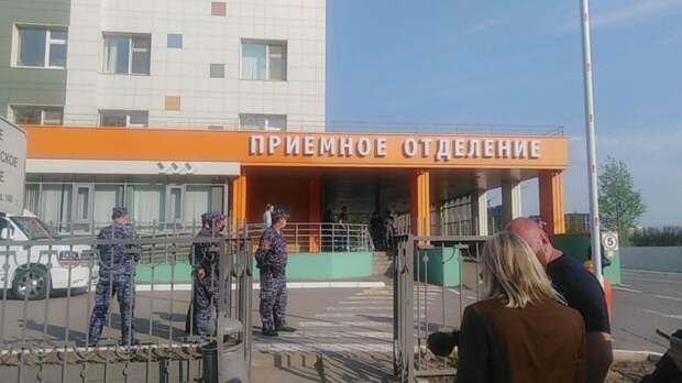 Вахтер казанской гимназии пытался не пустить стрелка в здание