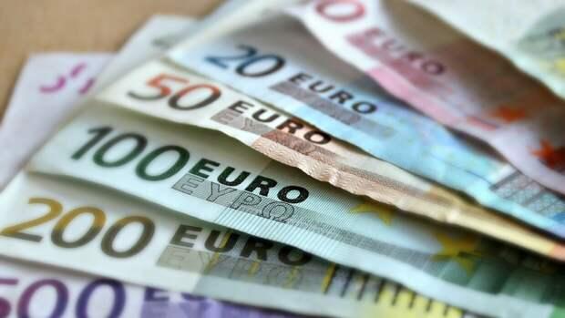 Экономист предложил отменить налоги для россиян с низким доходом