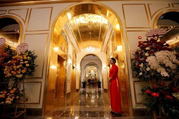 ВоВьетнаме открылся отель, покрытый чистым золотом внутри иснаружи