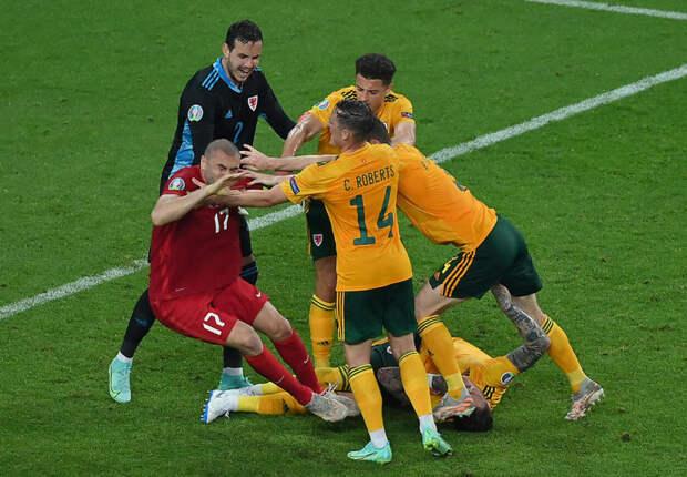 Йылмаз спровоцировал потасовку в конце матча Турция — Уэльс