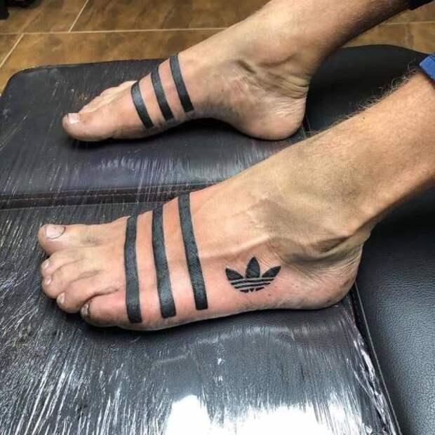Татуровка на ногах Adidas