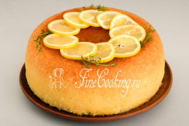 Ну вот, ароматный, нежный, сочный лимонный пирог, приготовленный в мультиварке, готов