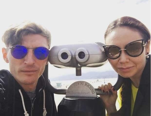 """Когда забронировали отель, а получили палатку: Павел Воля показал фото реакции на """"сюрприз"""""""