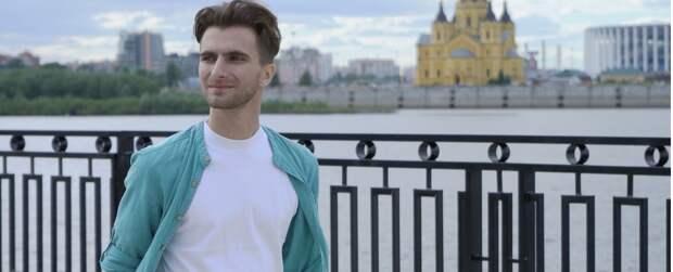 Нижегородский певец Александр Шалунов вдохнул новую жизнь в песню «Есть город на Волге»