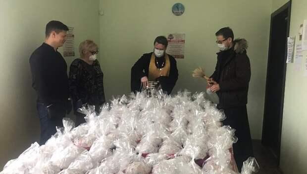В Подольске волонтеры развезли за день 109 пасхальных куличей