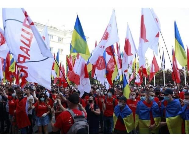 Украина: большинство капитулирует перед агрессивным национализмом