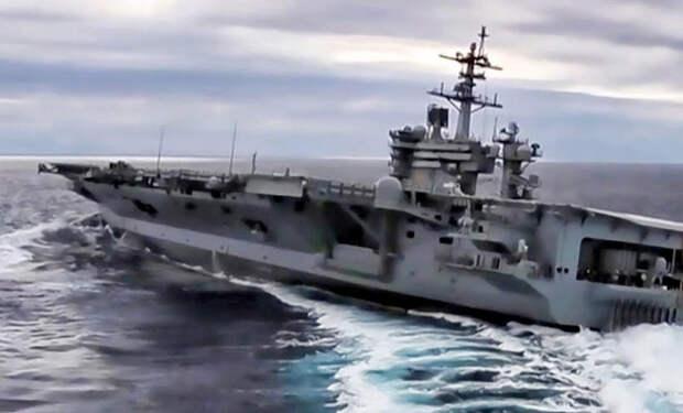 Экстремальный разворот авианосца посреди океана сняли на видео