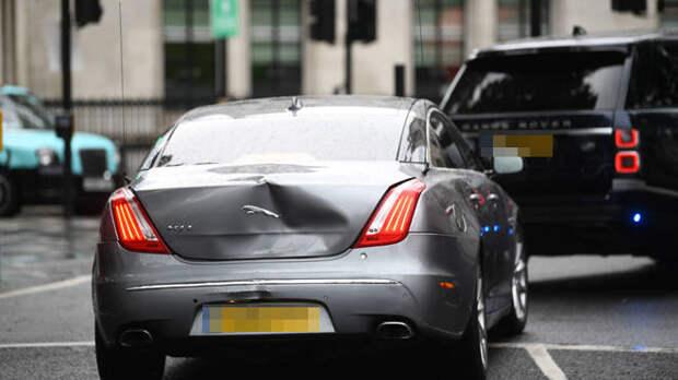 Борис Джонсон попал в аварию за воротами парламента