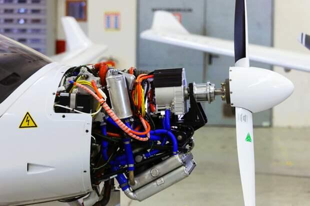 Россия приступает к разработке гибридных авиационных двигателей