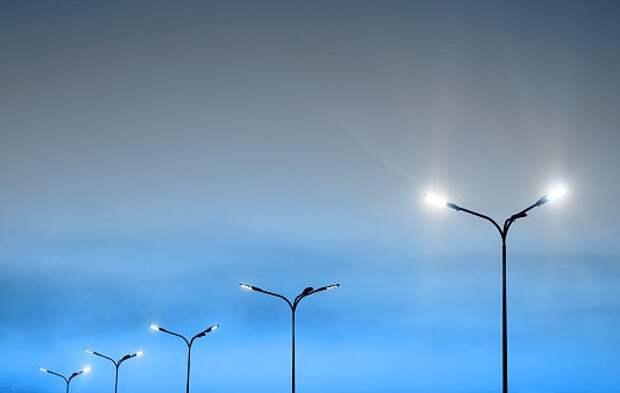 Во дворе на Менжинского отремонтировали фонари