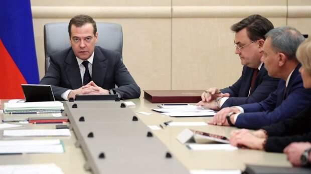 """""""Могли бы, конечно, ещё и Чубайса посадить, но"""": Отставку правительства России назвали подарком от Путина"""