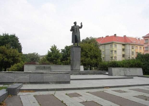 Неожиданно: вину за демонтаж памятника Коневу в Праге инициатор сноса возложил на Россию