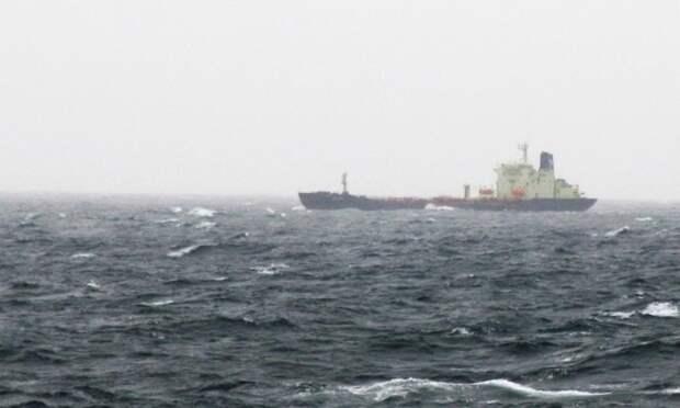 Архангельский танкер «Варзуга» дрейфует впроливе Ла-Манш