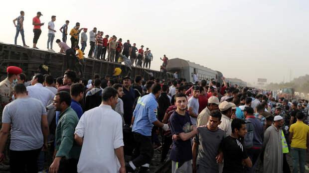 Число пострадавших при сходе поезда с рельсов в Египте возросло до 109