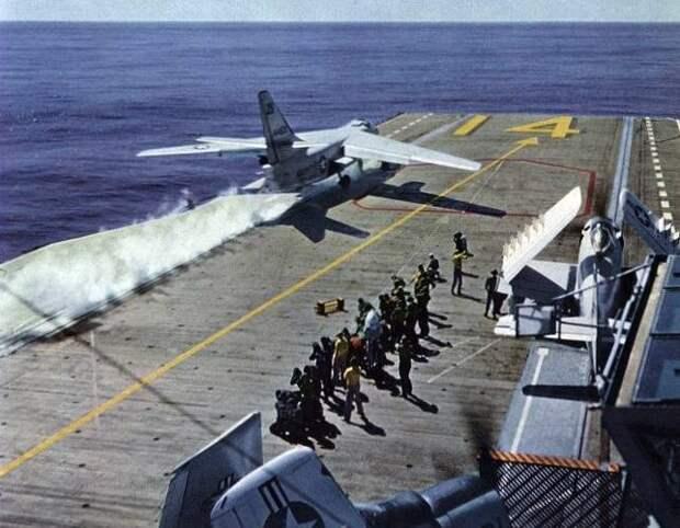 Самый тяжелый и долгоживущий: палубный бомбардировщик Douglas A3D Skywarrior и его модификации