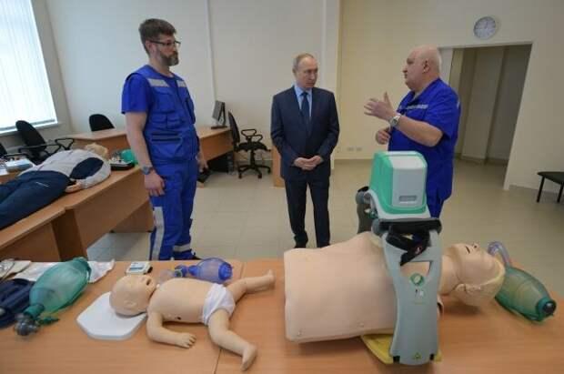 Путин осмотрел станцию скорой помощи в Пушкине