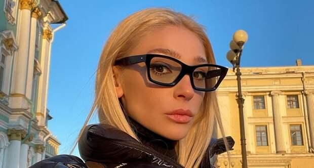 «Мать, тебе 30!»: дебютную коллекцию одежды Ивлеевой раскритиковали