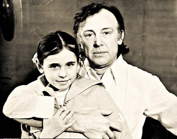 Иннокентий Смоктуновский с дочерью. / Фото: www.sobesednik.ru