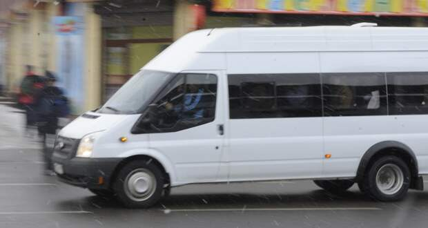 Водитель маршрутки в Новосибирске выгнал беременную женщину на улицу