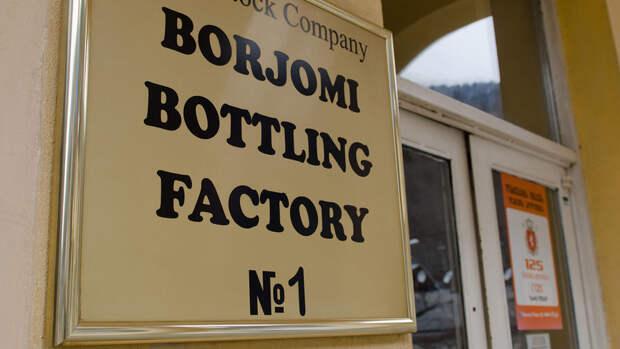 """Работники завода """"Боржоми"""" в Грузии объявили забастовку, требуя повышения зарплаты"""