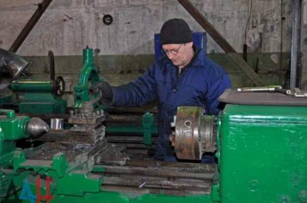 Трудолюбивые террористы: в Донецке восстановили производство сельхозтехники | Продолжение проекта «Русская Весна»