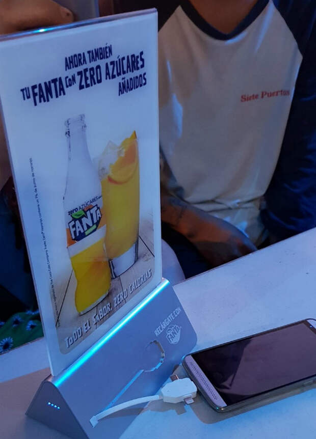 Реклама на столе.