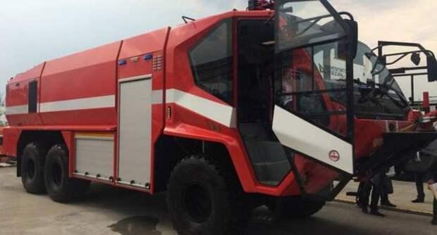 В России представили пожарную машину для аэродромов с 700-сильным двигателем