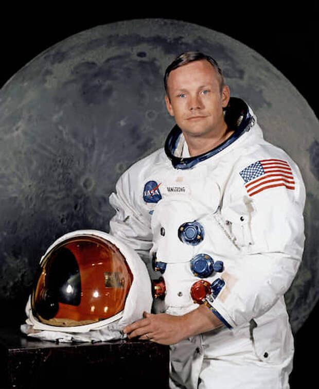 1.Нил Олден Армстронг (1930-2012), командир корабля «Аполлон-11», первый человек, ступивший на поверхность Луны 21 июля (по американскому времени – 20 июля) 1969 года.