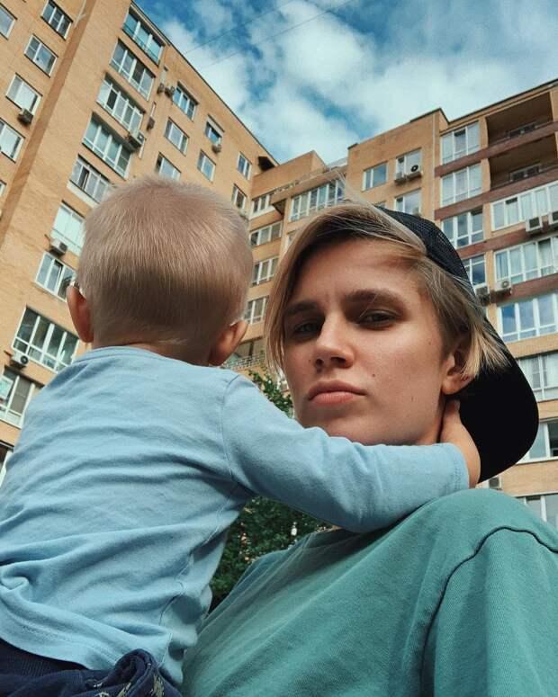 «Думала, что не очень создана для материнства»: Дарья Мельникова о рождении второго сына