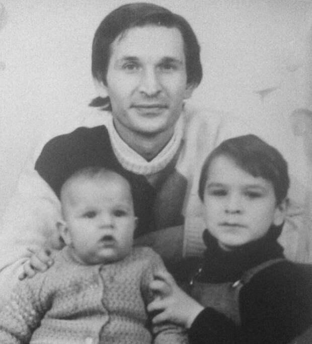 Фёдор Добронравов с сыновьями. / Фото: www.instagram.com