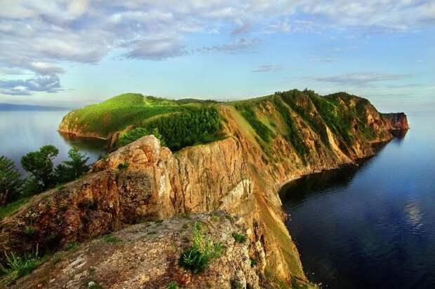 Таинственное место в сердце озера Байкал. /Фото: vpoxod.ru