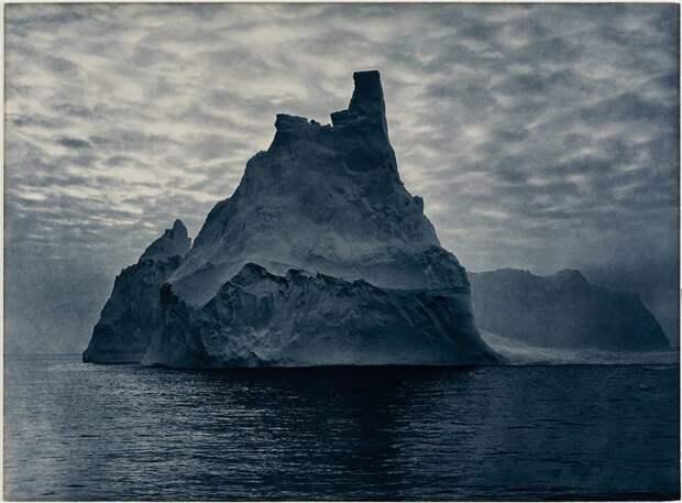 Заснеженная скала в лучах солнца, лето 1912 года Австралийская антарктическая экспедиция, антарктида, исследование, мир, путешествие, фотография, экспедиция