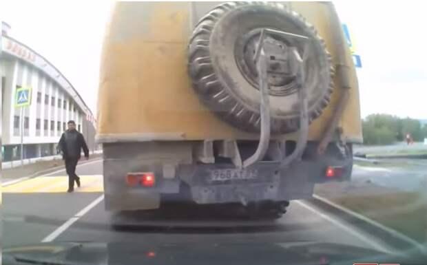 А что это там под колёса попало?