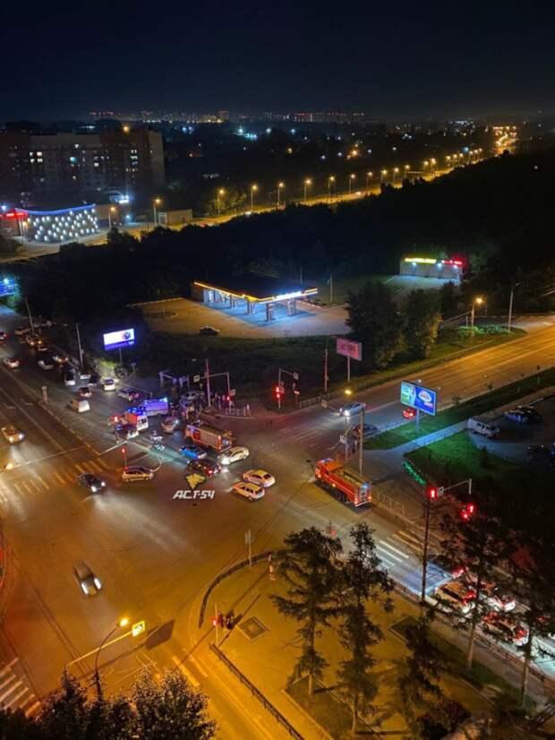 Тройное ДТП произошло в Новосибирске ночью 4 июля. Есть пострадавшие