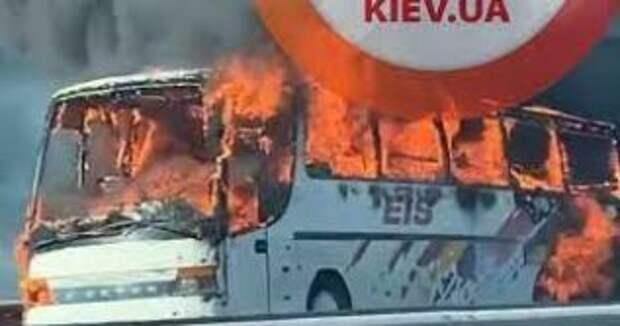 Украинский автобус сгорел на трассе