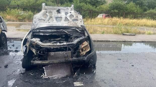 В Вологде сгорели две иномарки