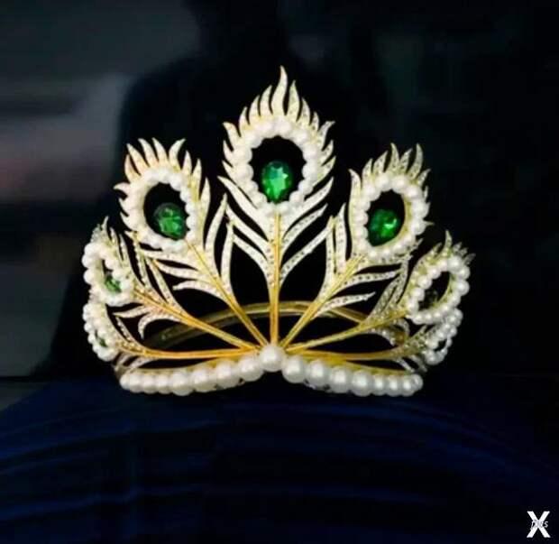 Mikimoto Crown, вариант с изумрудами...