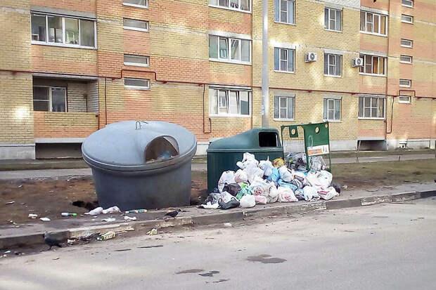 Как мой знакомый открыл свой авто, подкатив к нему мусорный бак